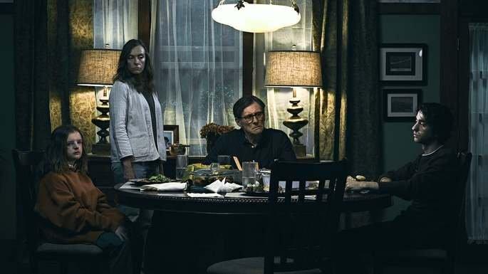 Família na mesa do jantar