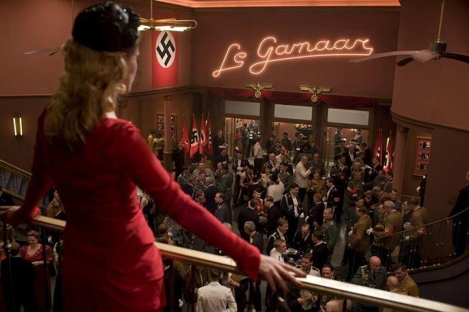 Reunião de nazistas no cinema.
