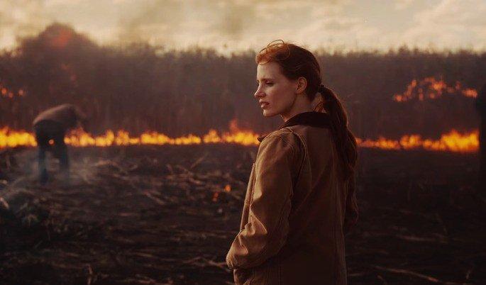 Interestelar Murph coloca fogo na plantação do irmão