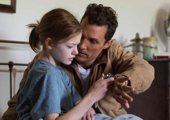 Interestelar Cooper oferece um relógio para a filha antes de partir