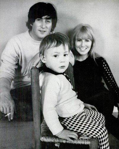 John, Cynthia e Julian.