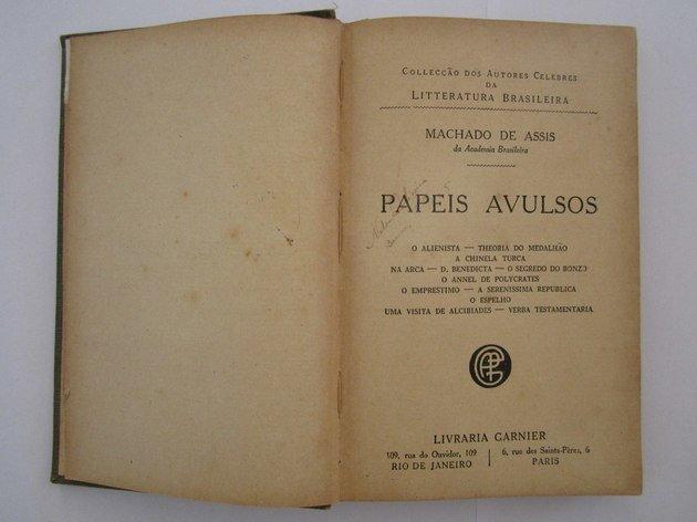 Primeira edição do livro Papéis avulsos.