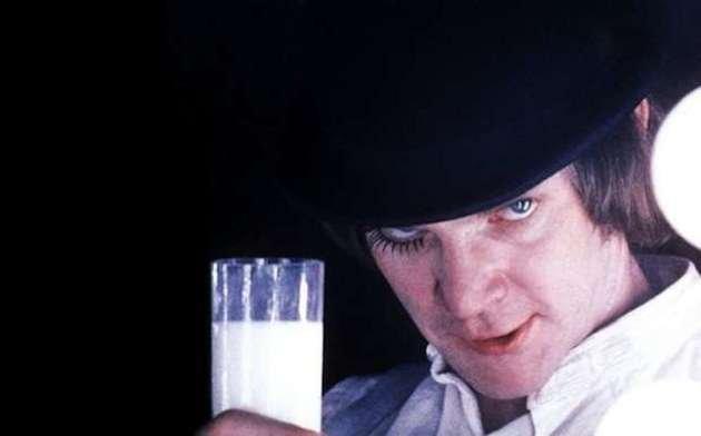 alex bebendo leite mais