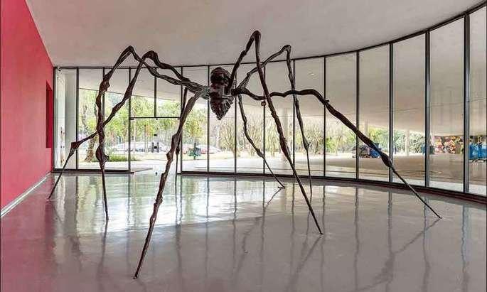 escultura de aranha de Louise Bourgeois