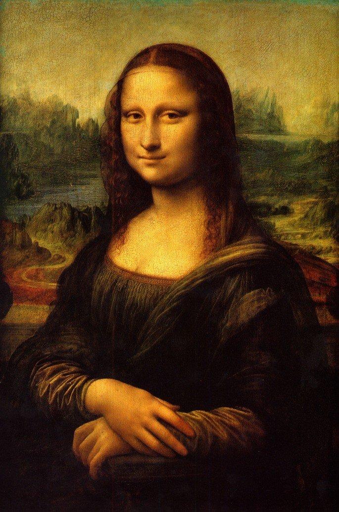 quadro Mona Lisa, retrata uma mulher com as mãos sobre o colo e sorriso sutil