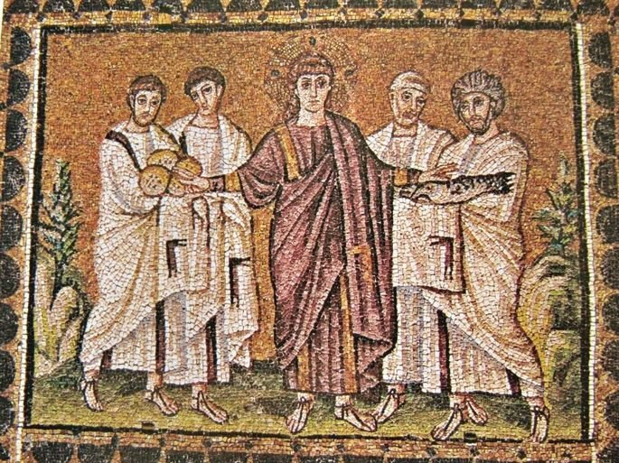 mosaico bizantino exibindo jesus distribuindo pães a outros homens