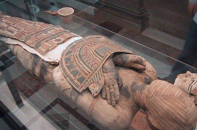arte funerária do Egito exibindo múmia embalsamada