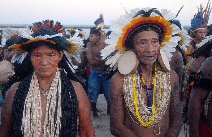 Nativos da etnia Rikbaksta.