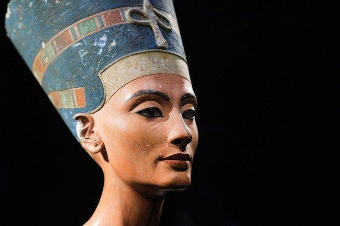 Busto de Nefertiti, criado pelo escultor Tutemés