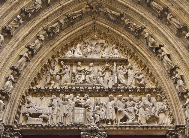 Alpendre de Cloitre. Detalhe da peça dedicada a Teófilo de Adana.