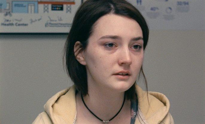 Moça adolescente com cara de choro