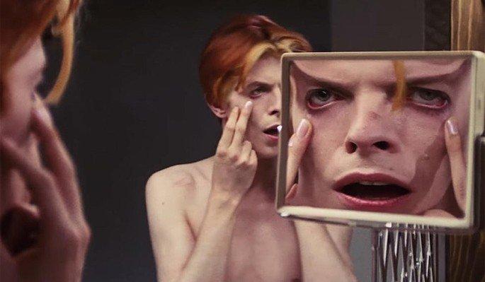 O Homem Que Caiu na Terra (1976)