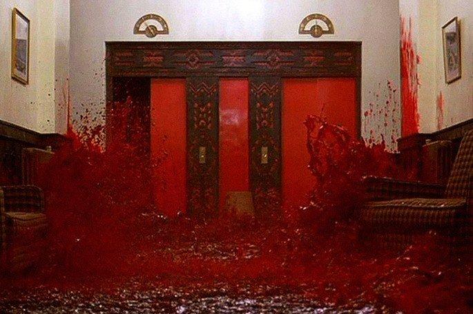 cena de sangue nos corredores de O iluminado
