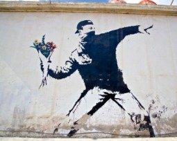 Conheça as 13 obras mais fantásticas e polêmicas de Banksy