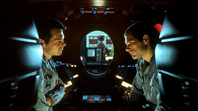 Frame: conversa entre astronautas.