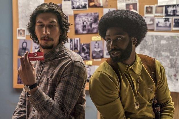Ron e Flip recebem cartão de membro do KKK
