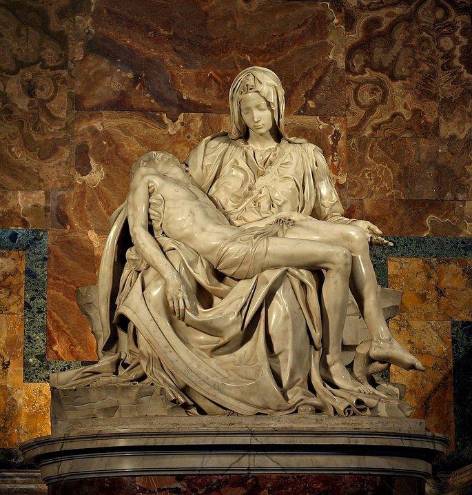 escultura Pietà, de Michelangelo, retrata Maria com Jesus Cristo morto em seus braços