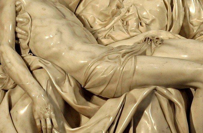 Pieta, detalhe: vestes e musculos.