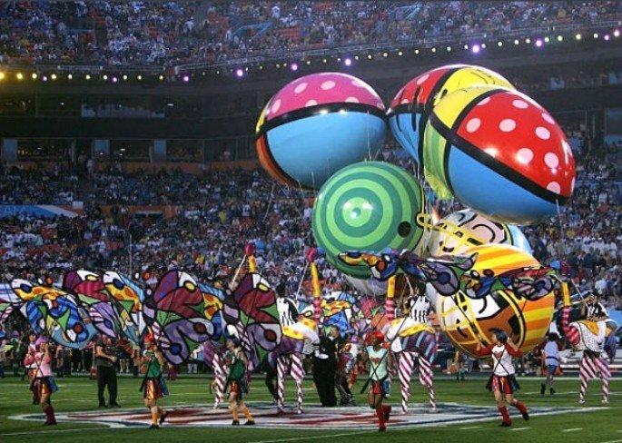 Romero Brito e Cirque du Soleil super bowl