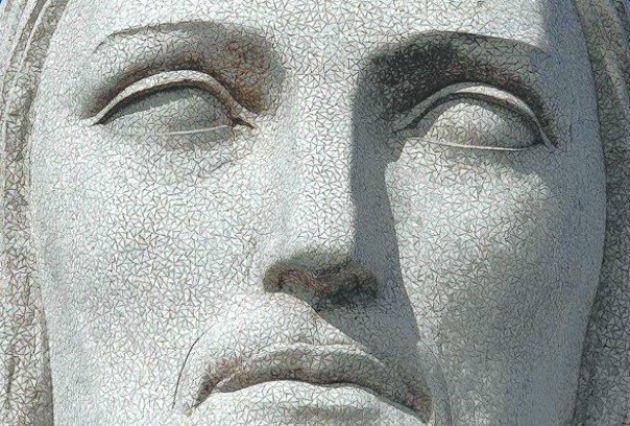 O Cristo Redentor foi esculpido com milhares de triângulos feitos de pedra-sabão.
