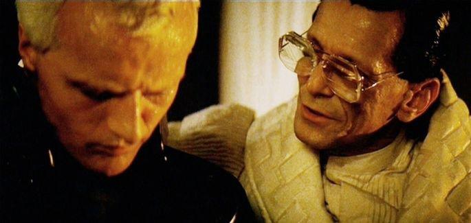Roy e Tyrell em Blade Runner conversando