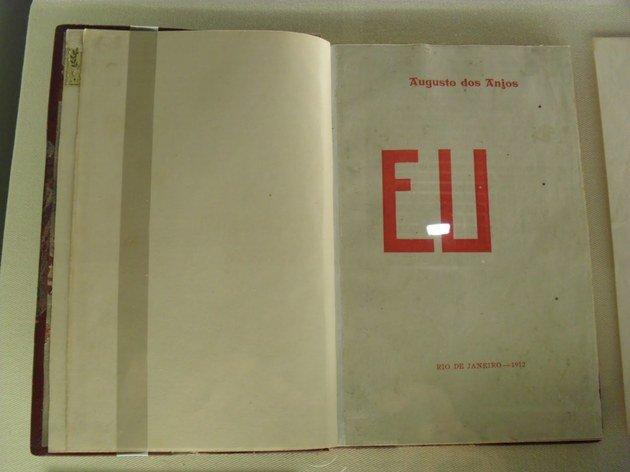 Primeira edição do livro Eu, publicado em 1912, que abriga o soneto Versos íntimos.