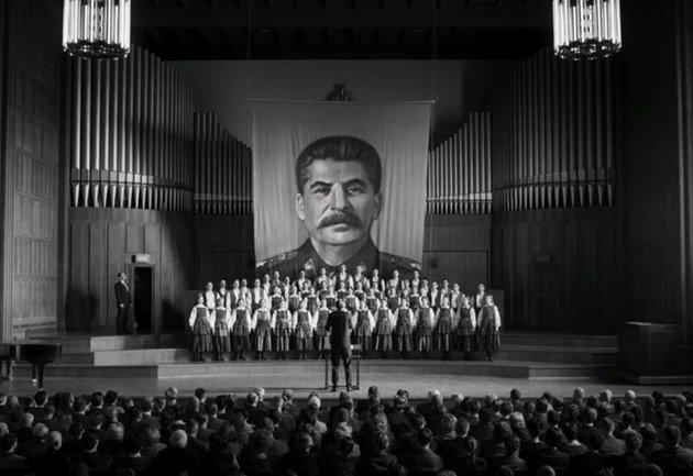 Espetáculo da companhia com propaganda stalinista