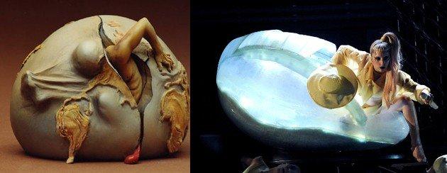 Na apresentação feita durante o Grammy 2011, Gaga parece ter usado como inspiração uma cena de Dali.