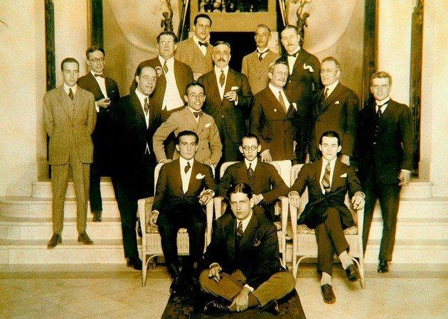 Alguns dos participantes da Semana de Arte Moderna. Na foto de grupo estão grandes nomes como Oswald de Andrade, Mário de Andrade e Manuel Bandeira entre outros.
