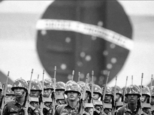 Soldados durante a ditadura militar.