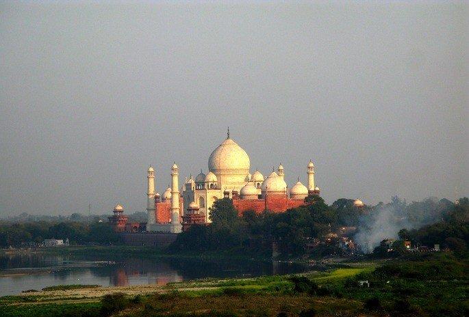 Taj Mahal, localizado na cidade de Agra.