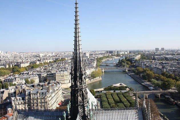 Notre Dame Agulha do telhado. Século XIX.