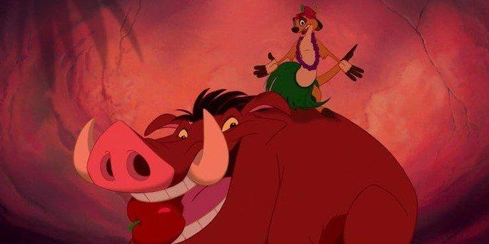 Timão e Pumba dançando hula