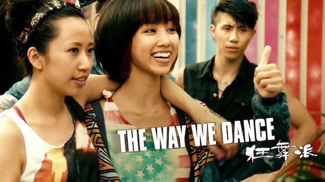 cena de filme The way we dance. Grupo de jovens orientais sorrindo