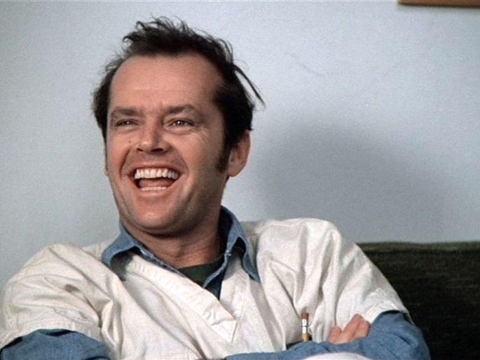 Cena de filme Um estranho no ninho exibe Jack Nicholson