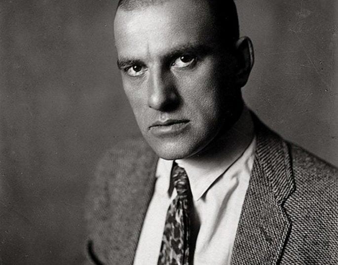 Retrato de Vladimir Maiakovski.